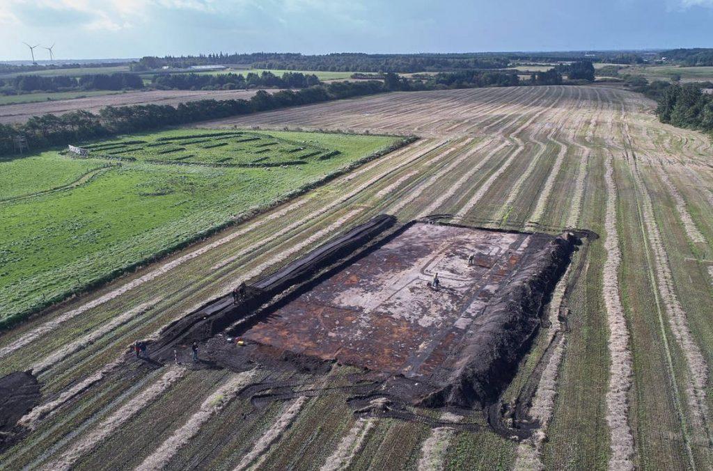 Udgravning af jernaldergård 2017 ved Lyngsmosefæstningen Dronefoto: Esben Schlosser Mauritsen